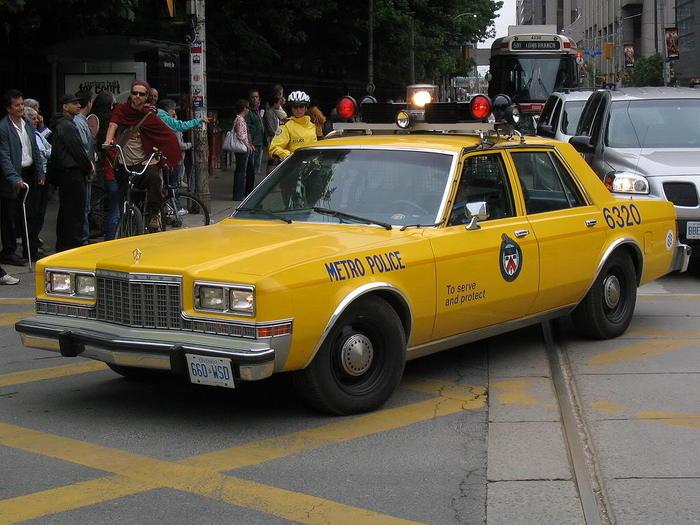 1024px-YellowTorontoPoliceCar.jpg